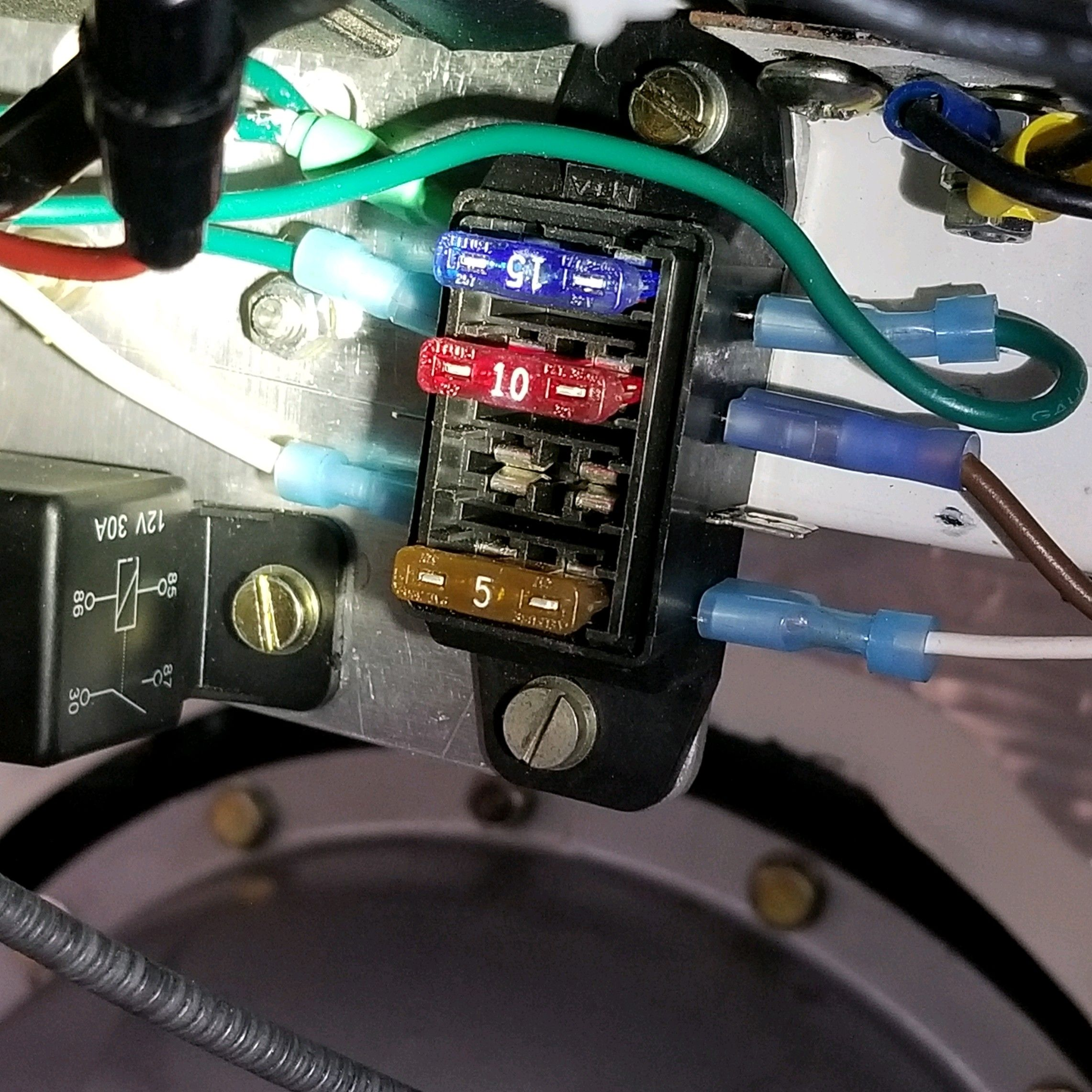 Close up of Fuse block and relay.jpg