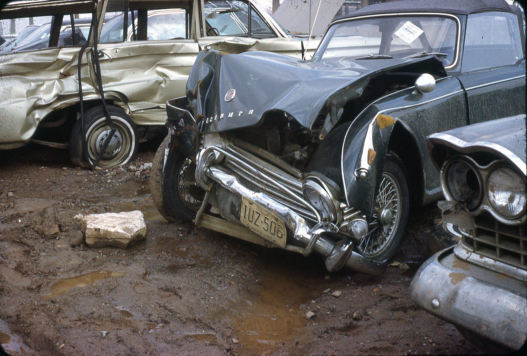 Triumph TR-4A accident001.jpg